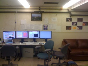 The remote control room at UC-Berkeley. Each screen contains a VNC window to control a specific instrument. On the left everything related to the telescope itself (pointing, focus, dome), in the middle  the guider, then the camera itself (to record the data). I don't really know for what the 4th screen is used yet.